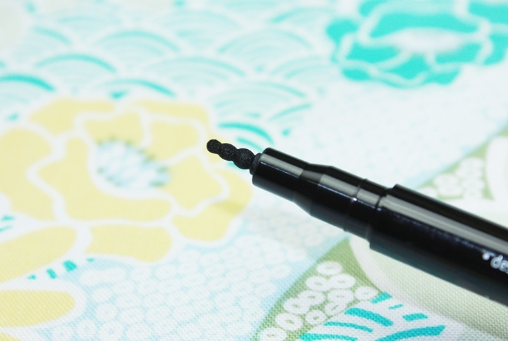 Essence I Want Candy lolly dot eyeliner