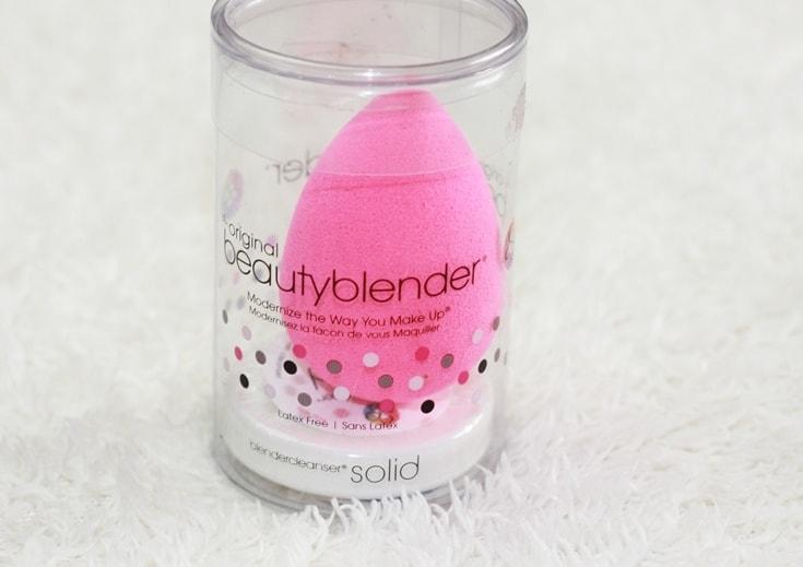 Foundation aanbrengen met siliconen spons Beautyblender
